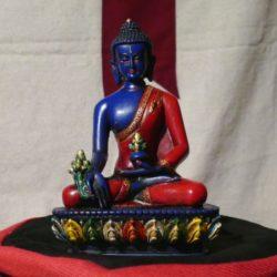 Medicijnboeddha wierook, beelden, gebedsvlaggen